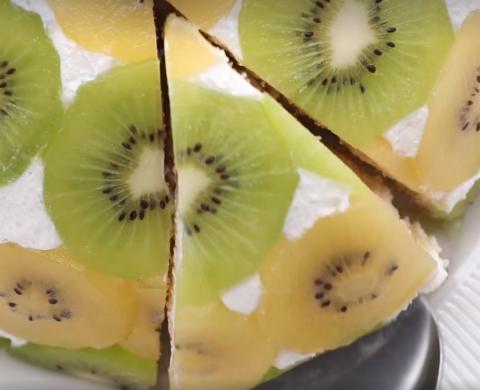 This Upside Down Kiwi Fruit Cake Looks Impressive And Tastes Even Better